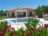 Two villas of 94 sqm and 60 sqm with swimming pool, just 100 meters from the sea are for sale.